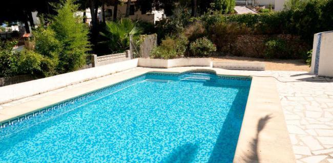 how to clean quartzon pool